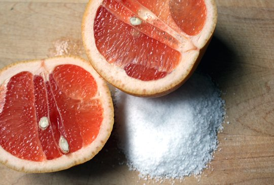 How To Clean Your Bathtub with a Grapefruit and Salt